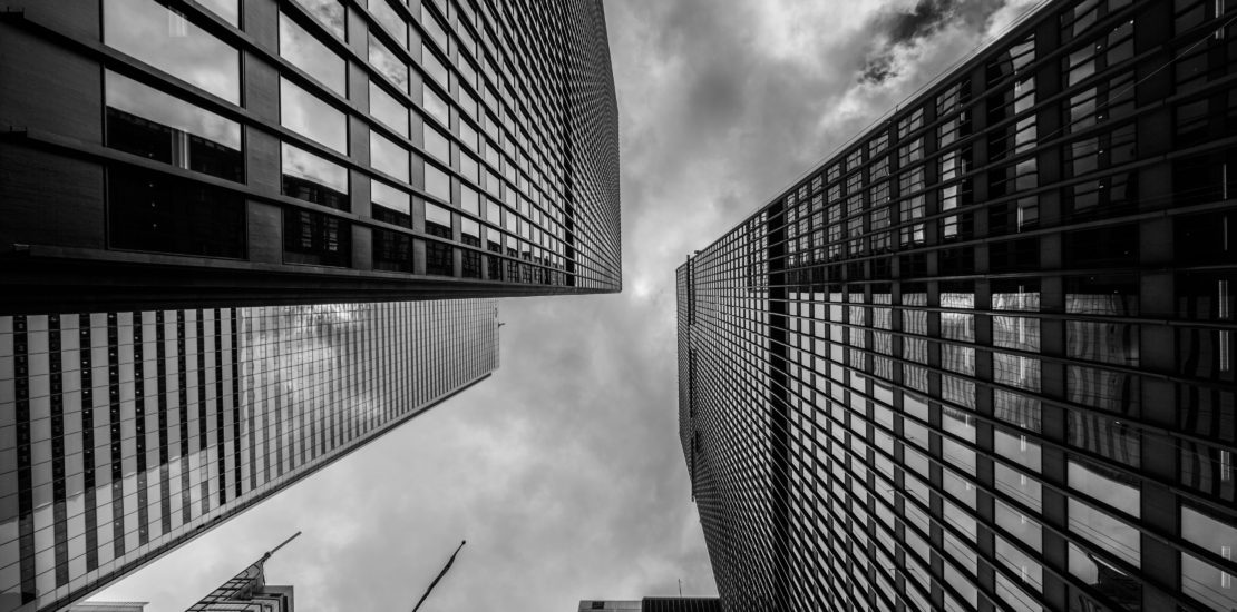 black-and-white-skyscrapers_4460x4460